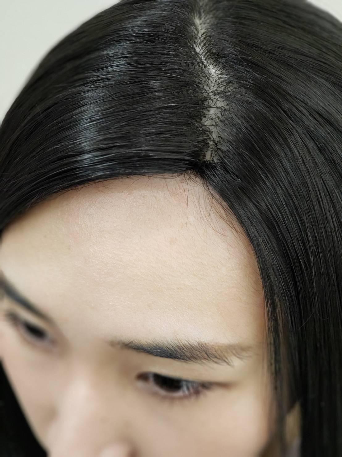 市販で流通しているウィッグと同様です。市販で流通しているウィッグと同様です。 前髪があるタイプは問題有りませんが上の画像の様なワンレングスや、額を出すスタイルだと不自然に見えます。主に各種イベント・バラエティ向きです。